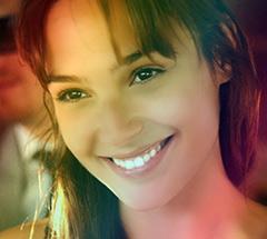 Открытая женская улыбка